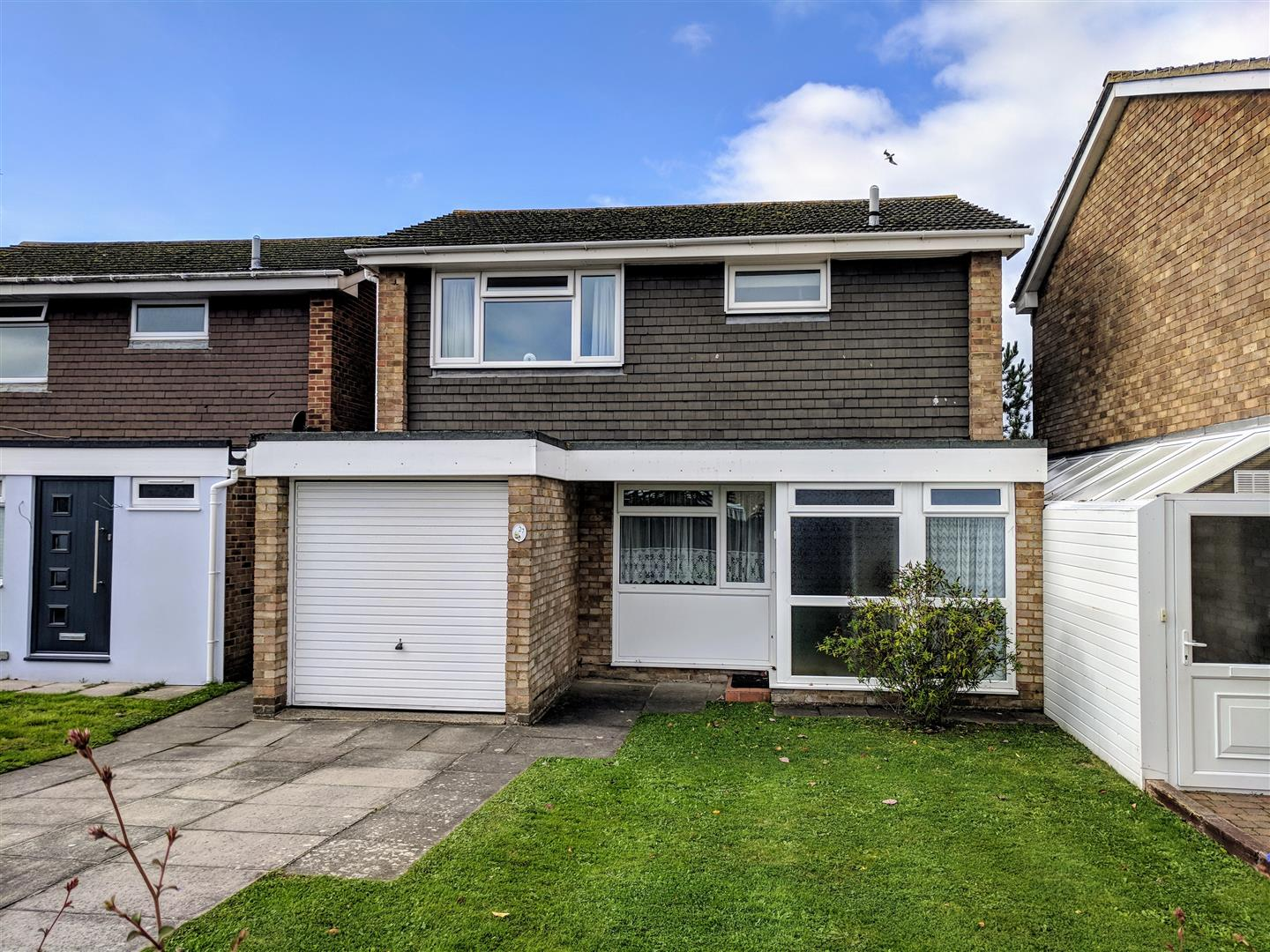3 Bedrooms Detached House for sale in Middleton Drive, Eastbourne